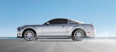 Mozgó autó képe mutatja az OLED XR Motion Clarity funkciót